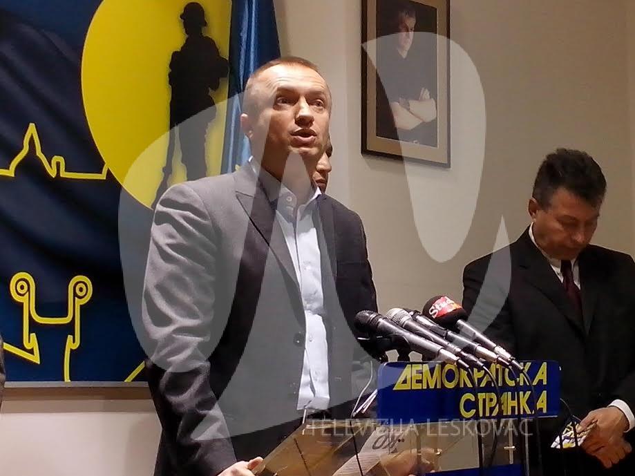 Pajtić u Leskovcu: U medijima nas nema, krećemo u kampanju od vrata do vrata