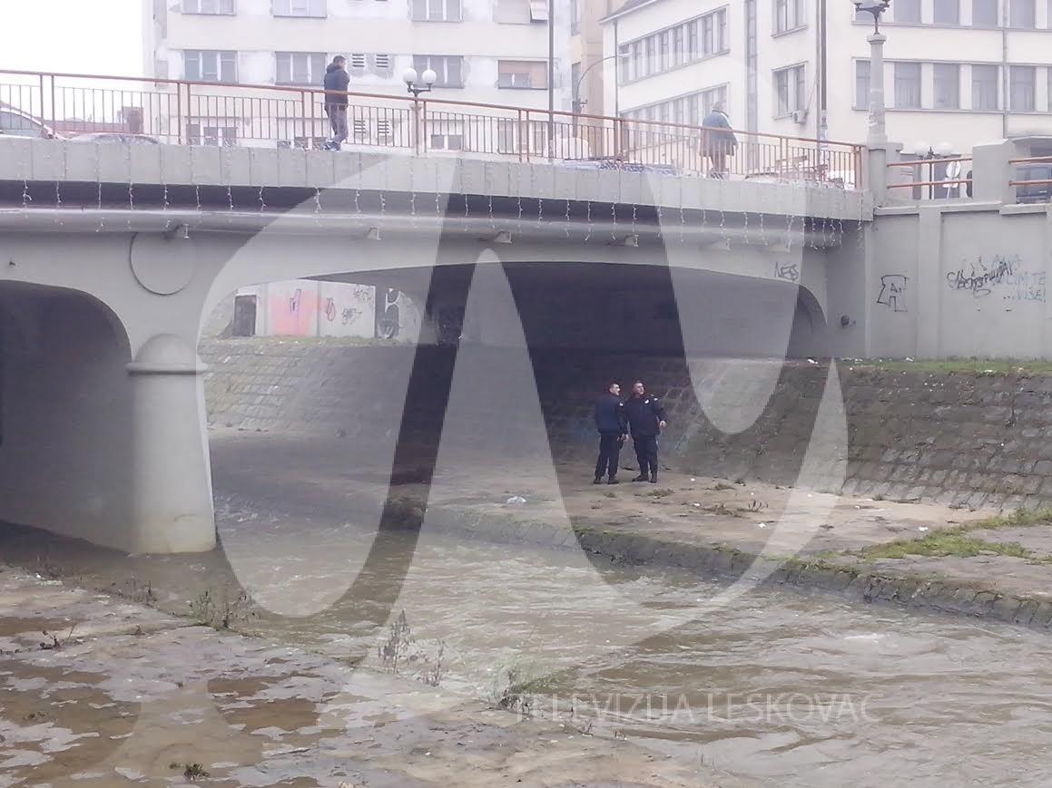 Skočio sa mosta u centru grada