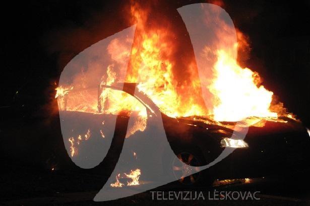 Zapaljen službeni automobil ispred kuće vozača gradonačelnika Leskovca
