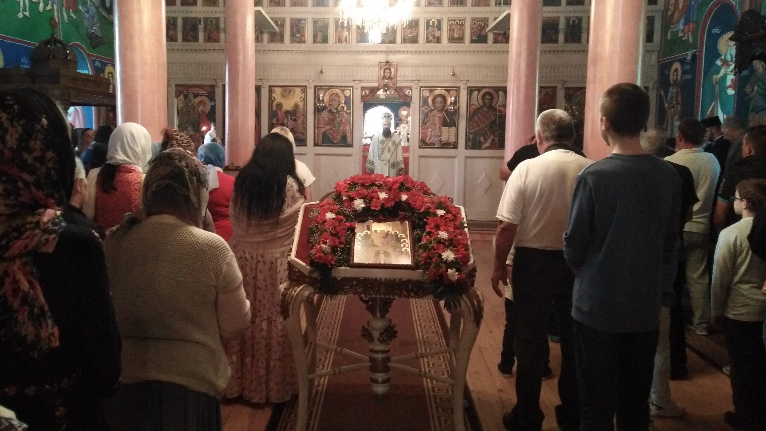 Episkop niški Arsenije služio liturgiju u crkvi u Vlasotincu